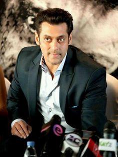 Salman Khan at Jai Ho Premiere in Dubai