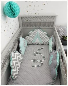 tour de lit nuage thème tipi et cactus vert d'eau et gris clair