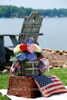 patriotic arrangement and pillow from The Home Is Where the Boat Is blog spot