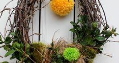 For noget tid siden tog jeg mine pompon makers med på mit arbejde, siden er der blevet lavet pomponer i stor stil til stor glæde for både ... Tog, Wreaths, Plants, Home Decor, Decoration Home, Door Wreaths, Room Decor, Deco Mesh Wreaths, Plant