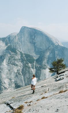 Here Are 18 Amazing Things To Do In Yosemite - For First Time Visitors! Beach Picnic, Picnic Area, Yosemite National Park, National Parks, Yosemite Waterfalls, Merced River, Yosemite Falls, Valley View, John Muir