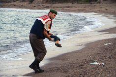 Bimbo siriano morto su spiaggia, la foto commuove il mondo