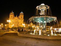Peru, Lima, Majestátní koloniální katedrála dominuje náměstí Plaza de Armas