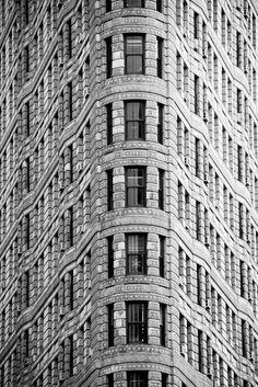 Facade of the Flatiron Building, photo by Javier Sánchez Flatiron Building, Amazing Architecture, Architecture Details, Architecture Geometric, Beautiful Buildings, Beautiful Places, Photo New York, Ville New York, Voyage New York