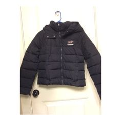 Hollister Puffer Coat Never worn, brand new with the tags still on it. Navy blue size medium Hollister Puffer zip jacket. Hollister Jackets & Coats Puffers