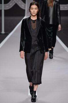 Viktor & Rolf Fall 2014 Ready-to-Wear Collection Slideshow on Style.com