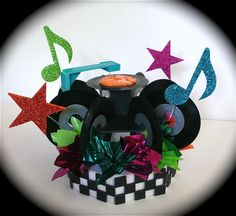Pull out those old and make a cute retro centerpiece from them. Add a record needle, some stars and musical notes and don& forget tha. Music Centerpieces, Party Centerpieces, Reunion Centerpieces, Reunion Decorations, 50s Theme Parties, Birthday Parties, 80s Theme, 50 Birthday, Birthday Stuff