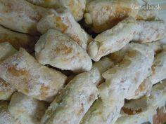 Receptúra, zdedená po maminke. Tá ju dostala približne pred šesťdesiatimi rokmi od jednej staručkej tety, keď sa vydala k Bratislave Christmas Cookies, Dairy, Food And Drink, Low Carb, Cheese, Chicken, Basket, Pies, Xmas Cookies