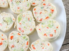 Veggie Tortilla Roll Ups have an irresistible ranch flavored cream cheese filling that makes a great after school snack or appetizer. I am always looking for fun ways to get my kids to eat their Tortilla Pinwheels, Tortilla Rolls, Roll Ups Tortilla, Tortilla Recipes, Pinwheel Sandwiches, Pinwheel Appetizers, Tea Sandwiches, Roast Beef Roll Ups, Flavored Cream Cheeses