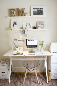 31 White Home Office Ideas To Make Your Life Easier; home office idea;Home Office Organization Tips; chic home office. Workspace Design, Home Office Design, Home Office Decor, House Design, Office Ideas, Small Workspace, Bureau Design, Interior Office, Office Designs