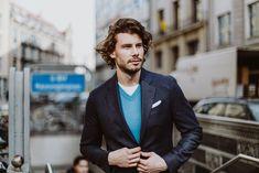 Sakko mit hohem Tragekomfort für einen eleganten Everydaylook von Becon Berlin. Casual Chic, Pullover, Trends, Elegant, Outfit, Jeans, Berlin, Suit Jacket, Suits
