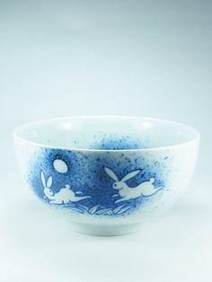 Tsuki no Usagi Bowl. Dimensions: ø16cm x 8,5cm (ø6.3 in x 3.3in) Made in Japan