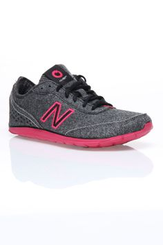 New Balance newSky Walking Shoes In Black And Pink - Beyond the Rack