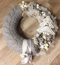Kapcsolódó kép - Home Page Christmas Advent Wreath, Xmas Wreaths, Rustic Christmas, Winter Christmas, Christmas Decorations, Wreath Crafts, Diy Wreath, Christmas Wreaths, Wreaths