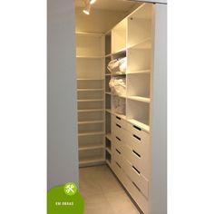 """50 curtidas, 2 comentários - Ciça Ferracciú Arquitetura (@cicaferracciuarquitetura) no Instagram: """"Mesmo com pouco espaço pode ser possível ter um closet #closet #marcenaria #reforma #sobmedida…"""""""