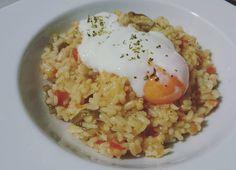 Arroz con caldo de codorniz y huevo
