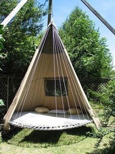We Need This Now! Forget buying expensive garden furniture - its all about upcycling an old trampoline.