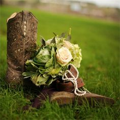 Need a Flowers & Decor wedding pro near Orlando,FL ? Check out Bluegrass Chic on perfectweddingguide.com
