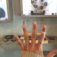 Anillo Midi triple hecho en plata abierto por detrás. Se abre y se cierra para adaptar al dedo. También se puede utilizar en el dedo del pie.…