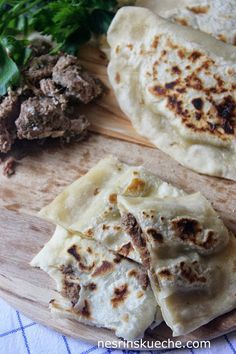 Kavurmali Ekmek / Pfannenbrot mit Fleisch gefüllt