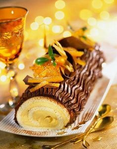 Buche de Noël /  Christmas Yule Log - Pretty! Note: There is no recipe for this one. I recommend this yule log though considering its classic look! :) <3
