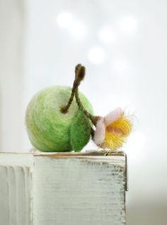 Needle Felted Green Apple With A Blossom door FeltArtByMariana