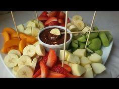 Fondue de chocolate con fruta fresca - Anna Recetas Fáciles Deco Fruit, Juice Menu, Snacks Für Party, How To Cook Quinoa, Creative Food, High Tea, Love Food, Appetizers, Food And Drink