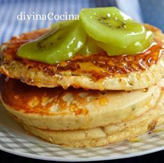 Estas tortitas de yogur son facilísimas de preparar y resultan muy sabrosas y jugosas en su interior. Se puedes servir calientes, tampladas o fría Mexican Food Recipes, Sweet Recipes, Dessert Recipes, Desserts, Crepes And Waffles, Cooking Recipes, Healthy Recipes, Flan, Light Recipes