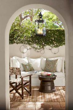 20 Cozy outdoor nooks inspiring your inner bookworm