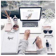 Home office / work space inspiration Study Space, Desk Space, Workspace Desk, Mac Desk, School Motivation, Study Motivation, Fall Inspiration, Interior Inspiration, Desk Inspo