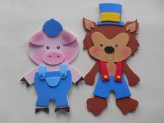 Apliques Lobo Mau e os Três Porquinhos  Confeccionados em EVA  Medidas:  Lobo Mau ; 18 cm de altura  Cada porquinho: 17 cm de altura  OBS: O valor refere-se à unidade