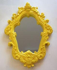 Peça em gesso, pintada à mão. Excelente acabamento! Possui espelho.
