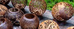 Tendance, exotique, écolo, le revêtement et les objets en noix de coco ont toutes les qualités pour embellir notre intérieur.