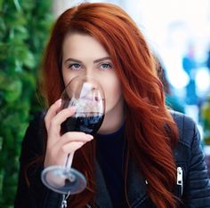 Twitter Redheads Freckles, Red Hair Color, Pale Skin, Ginger Hair, Female Characters, Wilderness, Hair Inspiration, Pop, Twitter