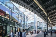 ector hoogstad architecten builds the world's biggest bicycle parking in utrecht designboom Utrecht, Bicycle Garage, Mix Use Building, Sustainable City, Exposed Concrete, Bike Parking, Bike Storage, Central Station, Garage
