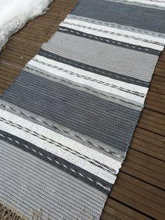 Trasmatta i grått och vitt