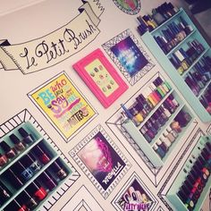 The Le Petit Wall in the nail salon!