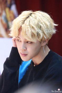 [♡] #Jimin 171008 mihwadang fansign ~❤️ Rapmon, Bts Jimin, Taehyung, Hair Color Asian, Hongdae, Bts Maknae Line, Professional Dancers, Korean Bands, I Love Bts