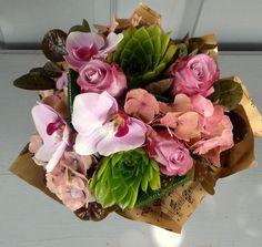 Vegyes csokor kövirózsával    2107 Floral Wreath, Wreaths, Plants, Decor, Decorating, Flower Crowns, Door Wreaths, Deco Mesh Wreaths, Plant
