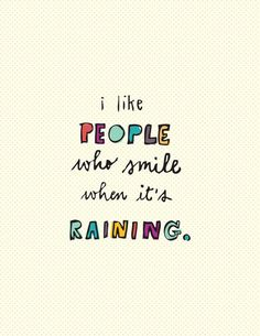"""""""Me gustan las personas que sonríen cuando esta lloviendo"""" <3"""