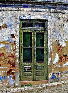 Santiago do Cacém. Old Doors, Windows And Doors, Portugal, Building A Door, Door Knobs And Knockers, Door Detail, Door Wall, Garden Gates, Architecture Details