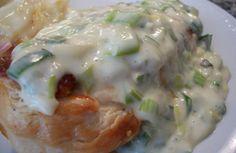 El pollo al verdeo es ideal para comer en la cena, con unas buenas papas noisette o españolas. En la nota, aprendé a cocinarlo.