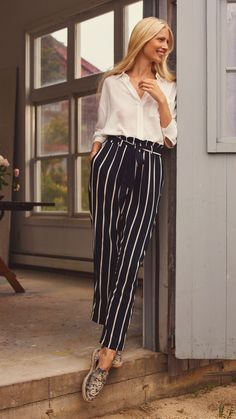 Embrace those lazy summer days with effortlessly elegant pieces in sophisticated shades of black, white and sand. I SPRING/SUMMER Classic Outfits, Chic Outfits, Spring Outfits, Fashion Outfits, Summer Business Outfits, Sophisticated Outfits, Pantalon Large, Inspiration Mode, Work Fashion