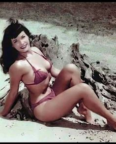20150628 – Pin up : Bettie Page Bettie Page Reveals All, Bettie Page Photos, Rockabilly Hair, Pin Up Photos, Sensual, Pin Up Girls, Most Beautiful Women, Fashion Photo, Black Hair
