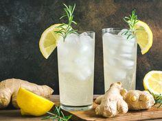 Die Kombination aus Ingwer und Zitrone ist bekannt für seine gesunde Wirkung. Hier findet ihr ein leckeres Limonade-Rezept dazu. Pillar Candles, Glass Of Milk, Food And Drink, Baby Shower, Drinks, Cooking, Super, Inspiration, Recipes