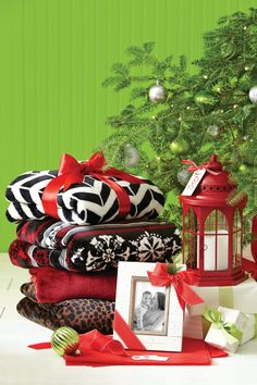 Looking for cute and easy gift ideas for under $20? Look no further than Better Homes and Gardens products at Walmart! Our cozy throws, pretty frames and fun seasonal decor are perfect for gift giving on a budget.