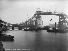 Tower Bridge work 1892. Over 50 designs were submitted, including one from civil engineer Sir Joseph Bazalgette. The evaluation of the designs was surrounded by controversy, and it was not until 1884 that a design submitted by Sir Horace Jones, the City Architect (who was also one of the judges), was approved.