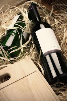 An attractive red wine grape, Merlot is planted in many parts of the world, and emanates from Bordeaux where it is one of the most vital parts of wines from the St.-Emilion and Pomerol districts. http://www.wine.net/merlot/