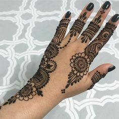 Pretty Henna Designs, Finger Henna Designs, Back Hand Mehndi Designs, Full Hand Mehndi Designs, Mehndi Design Pictures, Henna Designs Easy, Mehndi Designs For Fingers, Latest Mehndi Designs, Mehndi Designs For Hands