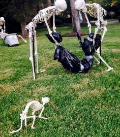 Now it's excellent for Halloween. Halloween calls for gruesome decorations that may frighten in addition to impress any guest at the exact moment. Deciding early what it is that you're likely to dress up as for Halloween is the secret… Continue Reading → Casa Halloween, Halloween Outside, Scary Halloween Decorations, Homemade Halloween, Creepy Halloween, Halloween Party Decor, Halloween Garden Ideas, Halloween Decorating Ideas, Halloween Costume Wedding